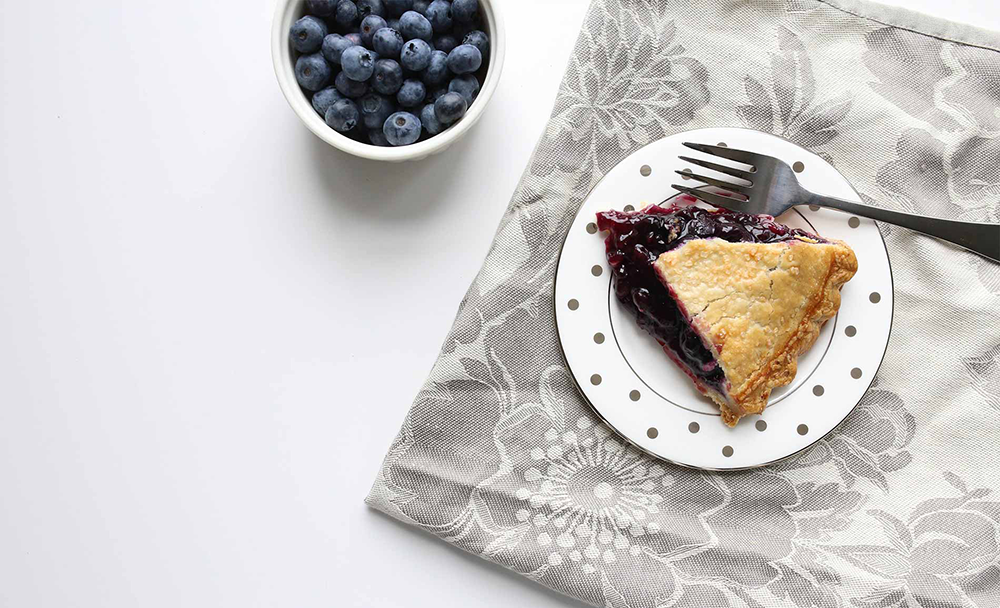 Mixed berry pie with fresh fruits